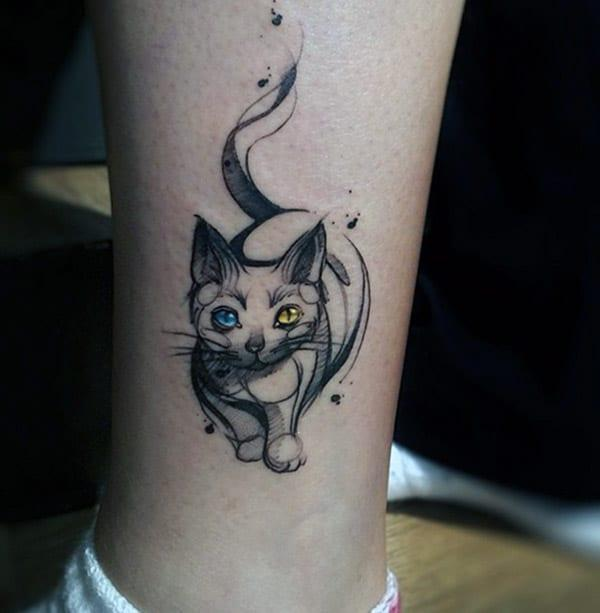 Cat tattoo on the foot makes a woman look captivating