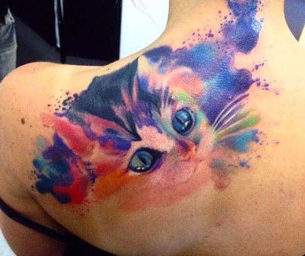 Cat tattoo on the back shoulder makes a woman look captivating