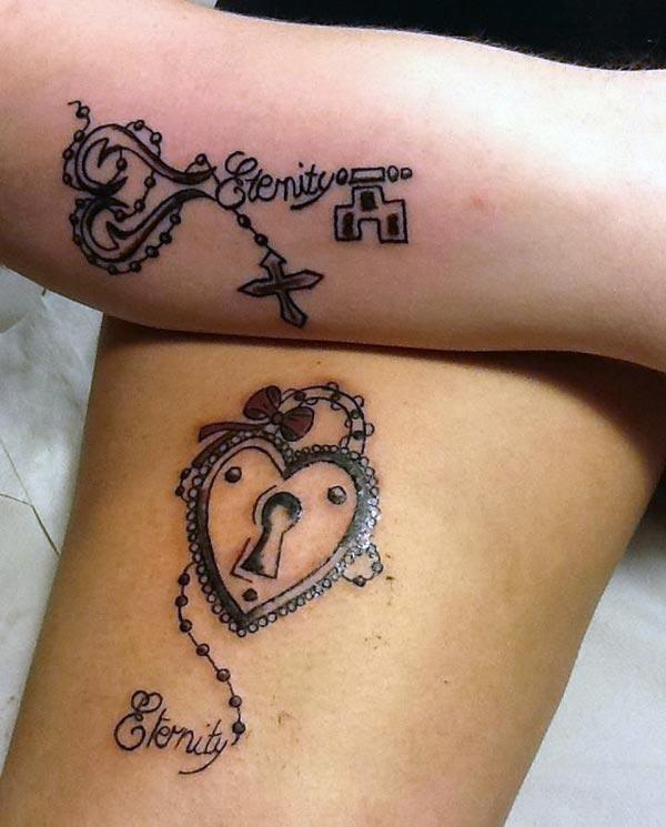 Ang magtiayon nga tattoos sa mga kamot nagdala sa talagsaon nga panagway