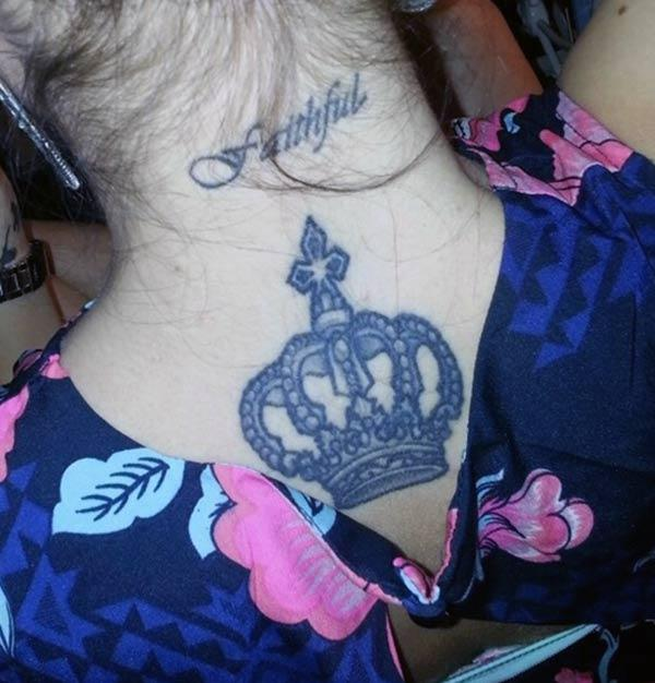 Crown tattoo at the back neck brings the captivating look