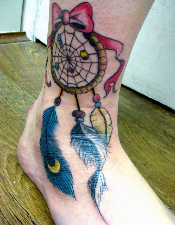 Dreamcatcher tattoo on the legs making girls to possess an astonishing look