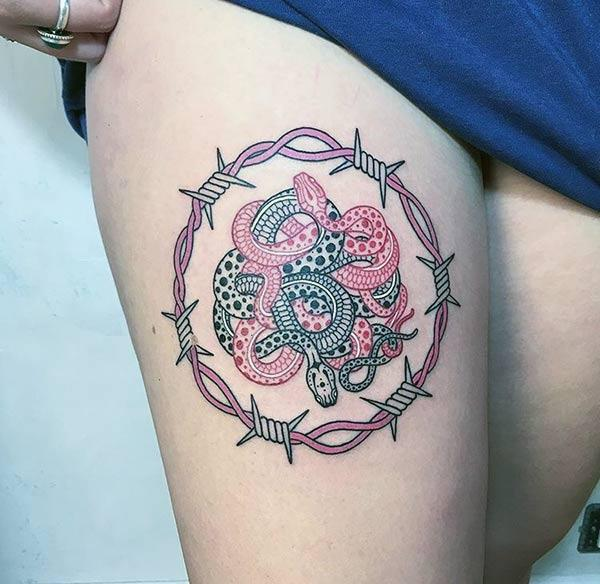 Snake tattoo on the thigh makes a woman look comely
