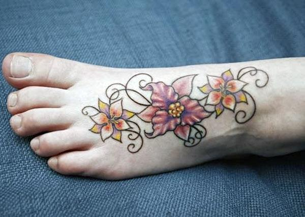The foot tattoo with flower design, brings the loyalty look in girls