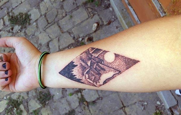 Geometric tattoo on the lower arm brings the astonishing look