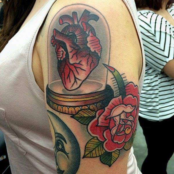 Heart Tattoo on the arm, make girls have splendid look