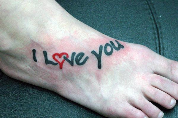 Makes a divine Love tattoo on foot to flaunt it