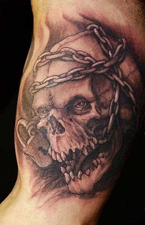 Bicep Tattoo for men with a skull and chain design make them look foxy