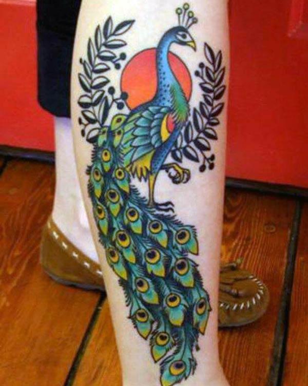 それを誇示するために、神聖なピーコック・タトゥーを歩いて作る