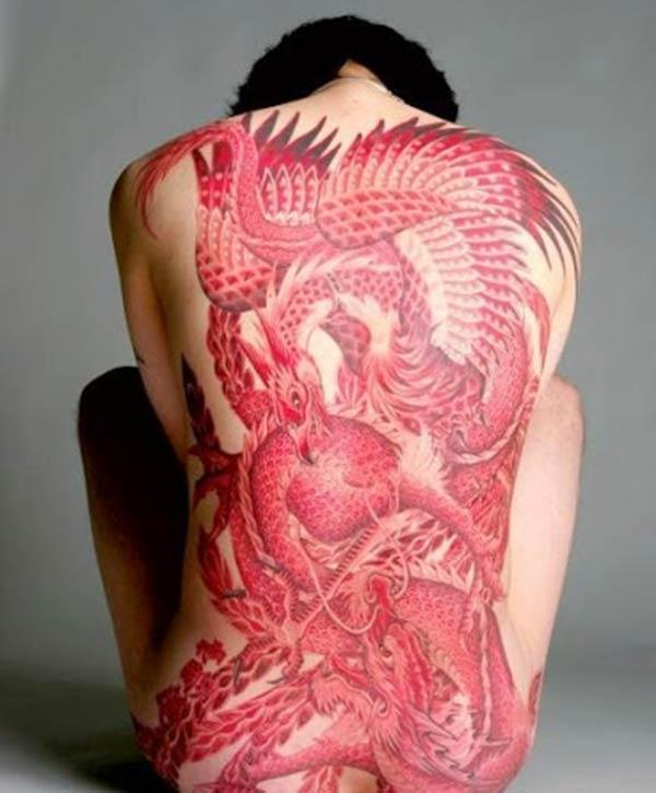 Phoenix tattoo nyuma na pink wino design huleta kuangalia captivating