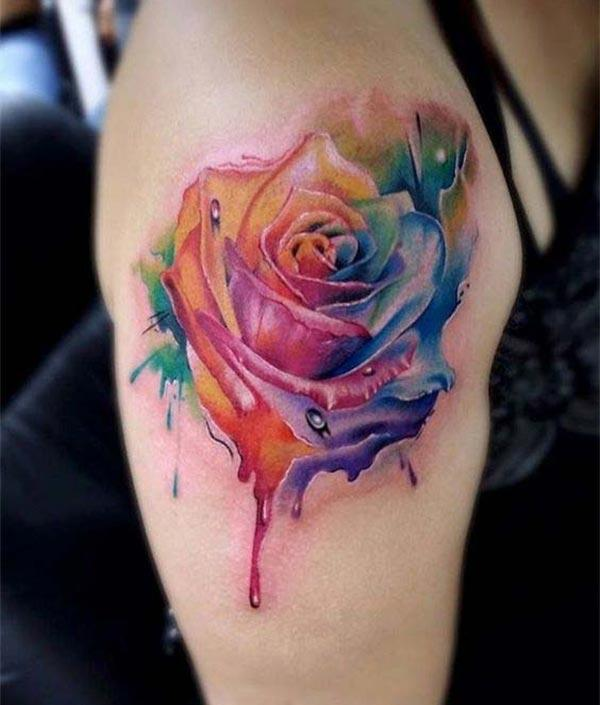 Rose tattoo on the shoulder brings the captivating look