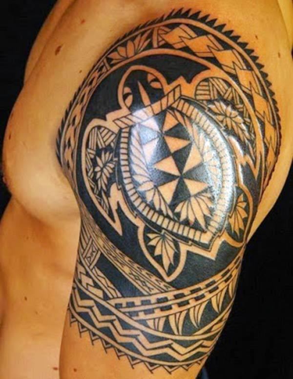 Tribal tattoo on the shoulder, make men look more attractive