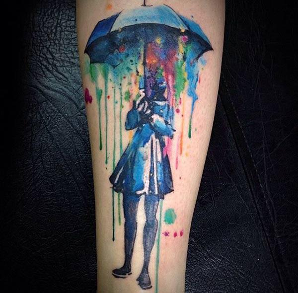 Cool Girl under paraplyen Water Color Ink Arm tattoo ideer for menn