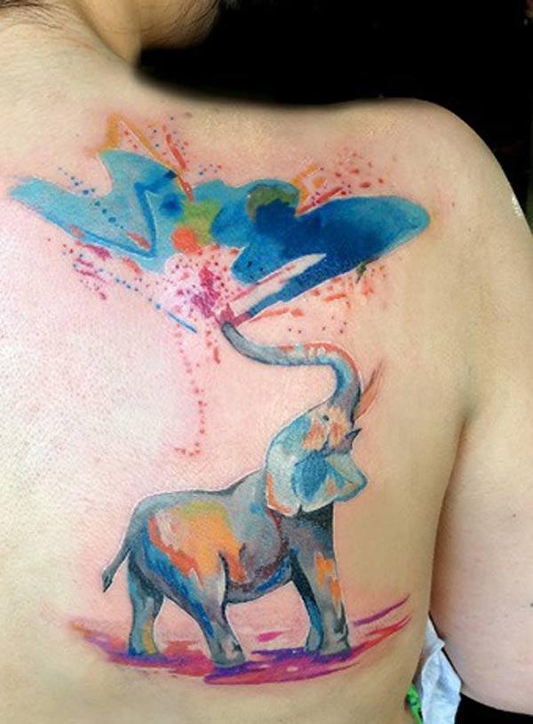 Благородна мастило прскање слон акварел назад рамо тетоважа дизајни за жени