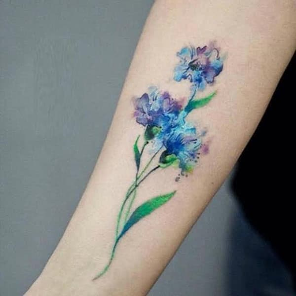 Girl's Beautiful elegante blou pers blomme tattoo idees voorhande