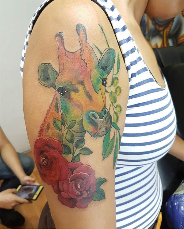 Aesthetic watercolor shoulder tattoo ink idea of roses and giraffe face for Girls