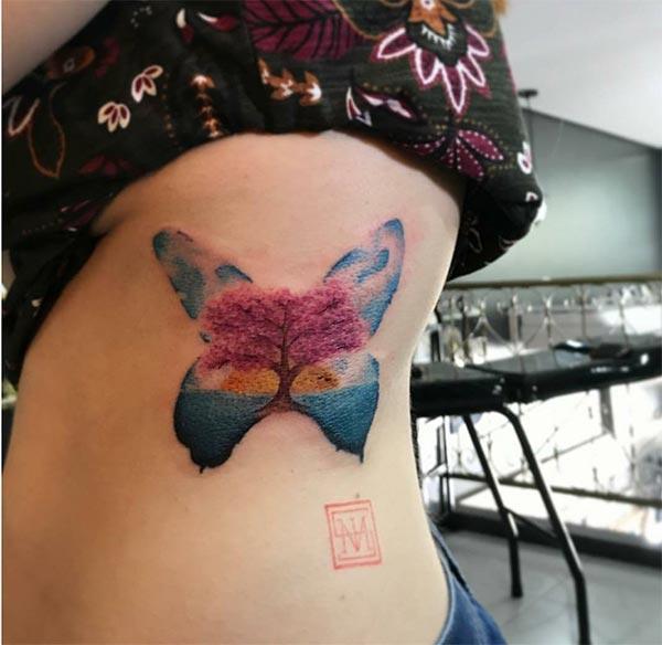 Вражаюче дерево в бабочці акварельні татуювання ідеї для дівчаток