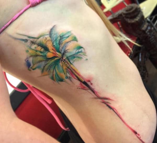 Кул сонце зад дрво акварел тетоважа на страна за дами