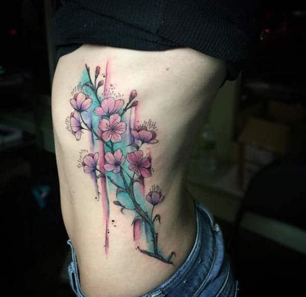 Жіноча сторона акварельна татуювання ідеї красивих квітів вишні