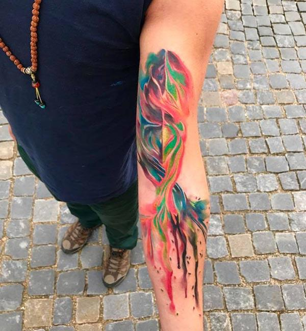 Makalingaw nga Mosaic nga mga kolor nga nagtabon sa mga disenyo sa tattoo alang sa mga lalaki ug lalaki