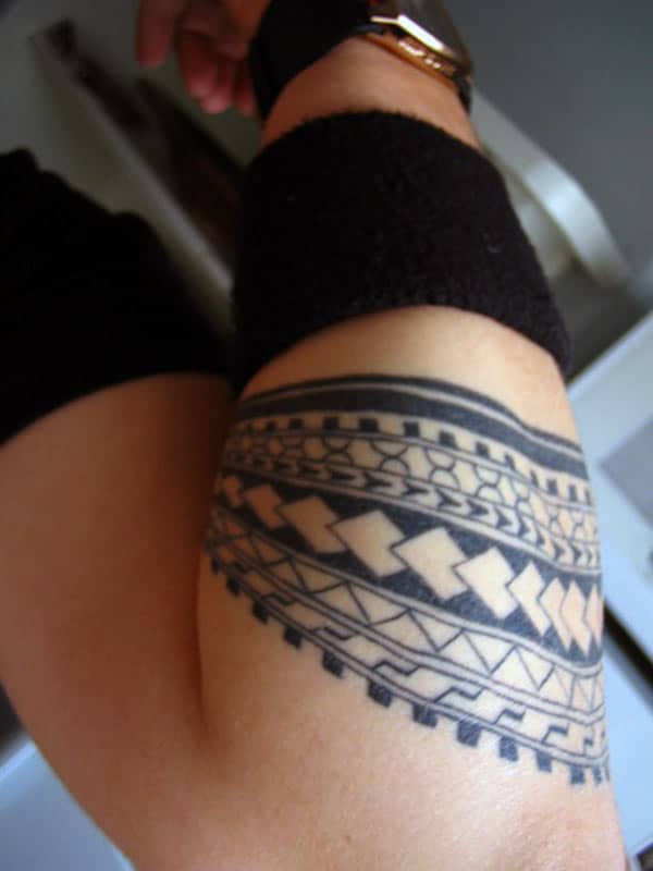 Polynesian tribal armbånd tatovering ideer for gutter