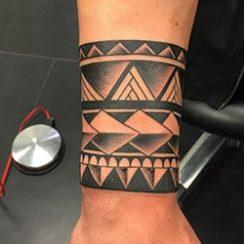 Tatuaje tribal brazal para os homes