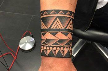 Tribal Armband Tattoo mo te tane
