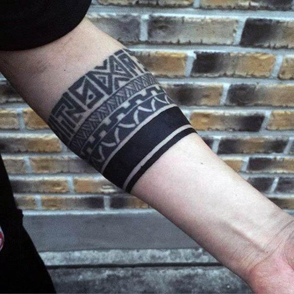 Imponerende Tribal armbånd tatovering ideer for menn