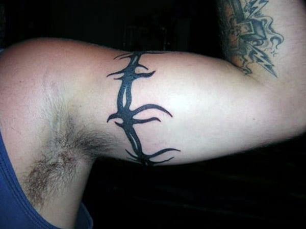 Изражене идеје за тетоваже за бојеве жичане жице за мушкарце