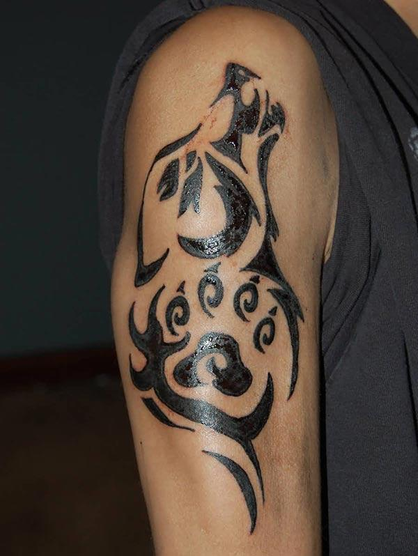 Magnetic bold Tribal howling wolf head and paw tattoo ideas on Arm for masculine Men
