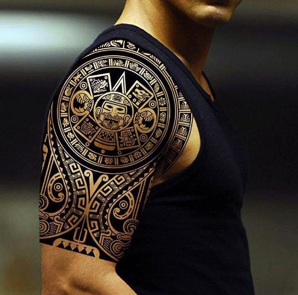 Gražus sudėtingai raižyti aksikų genčių pečių tatuiruotės idėjos vyrams
