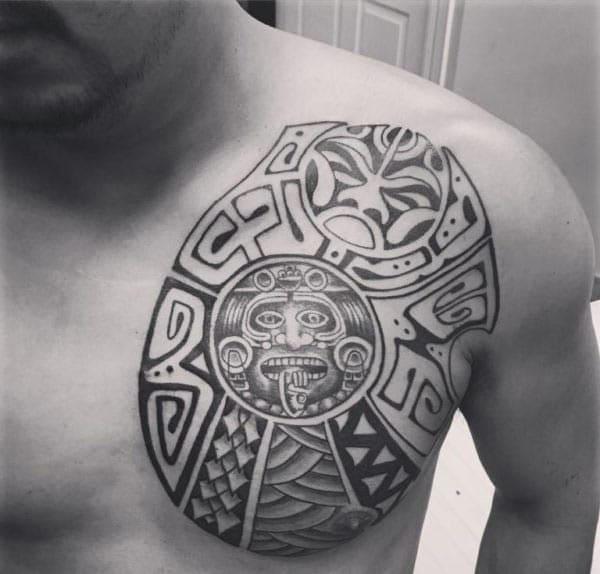 Cool Aztec ra'ayin tattoo tribal a kan kirji ga maza