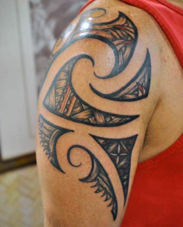 Lovely small Hawaiian tribal tattoo ideas on shoulder for boys