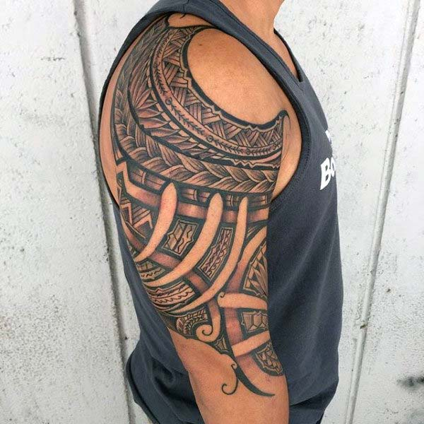 Exquisite looking Hawaiian Tribal Tattoo ideas on shoulder for Boys