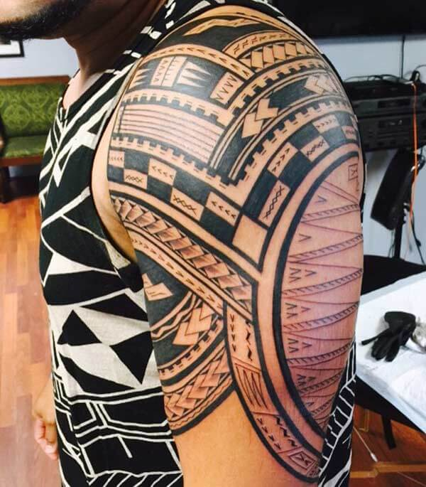 Exquisite Samoan tribal shoulder tattoo for Boys