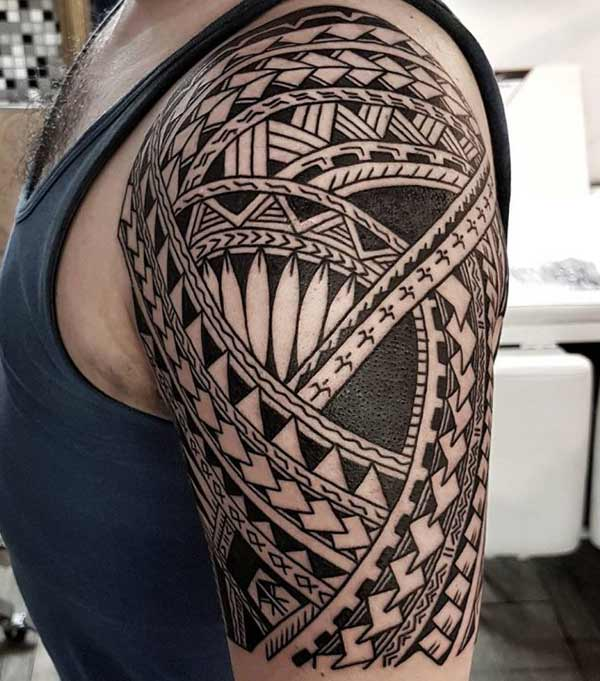 Brilliant capturing Samoan tribal shoulder tattoo designs for men and boys
