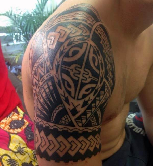 Impressive Samoan tribal tattoo designs on shoulder for boys and men