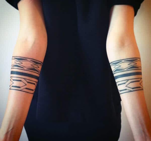 af51ca72f630e Simple and amazing tribal armband tattoo ideas for Girls