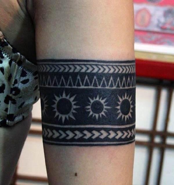 Интенсивные широкие черные идеи татуировки на плечах черного солнца для девочек