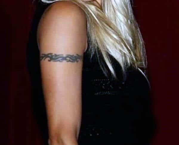 Pandekorasyon ng tribal armband tattoo ideya para sa mga batang babae at babae