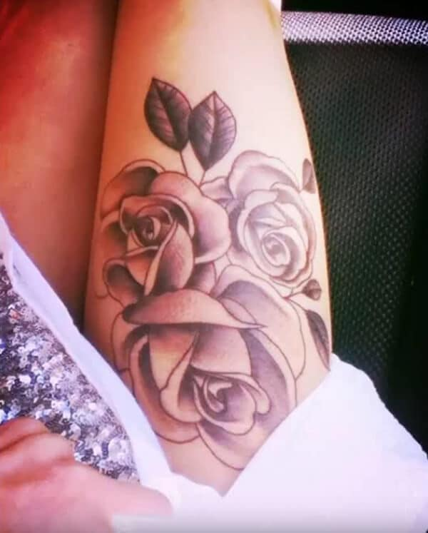 Amazing roses tattoo ideas on thigh for Ladies