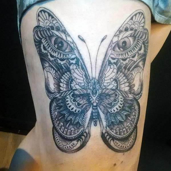 conception majestueuse et hyperréaliste de tatouage de papillon sur la cuisse pour des filles et des femmes