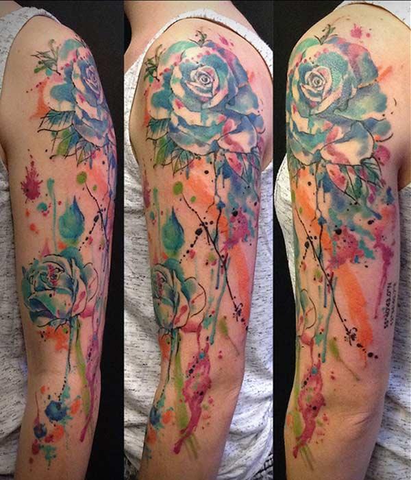 Idées de tatouage de bras floral coloré vif accrocheur pour les filles