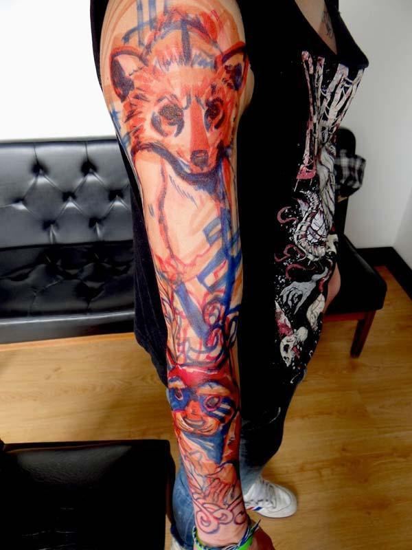 Idées de tatouage d'animaux multicolores sur le bras complet pour les filles