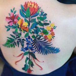 назад тетоважа за жени