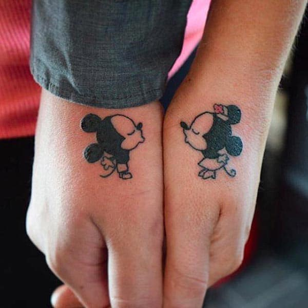 A cute couple tattoo design on thumb finger for lovers