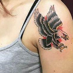 Eagle Tattoo Design a nőknek