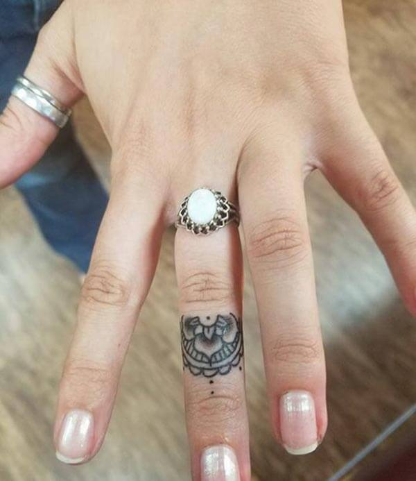 A prepossessing finger tattoo design for girls and ladies