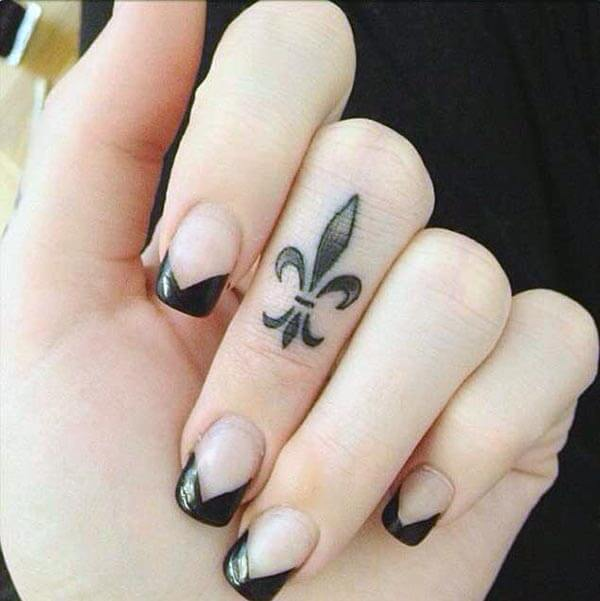 A cool finger tattoo design for girls and ladies