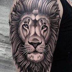 Dearadh Lion Tattoo do Mhná