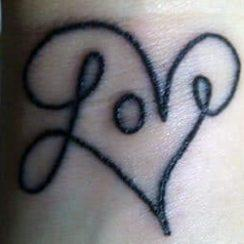 Love Tattoo Design naistele